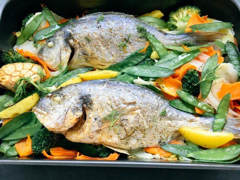 Dorade Rezept mit Gemüse aus dem Ofen