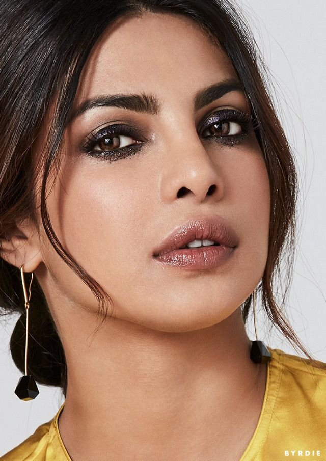 In love with Priyanka Chopra's smudged smoky eye and glossy lip color