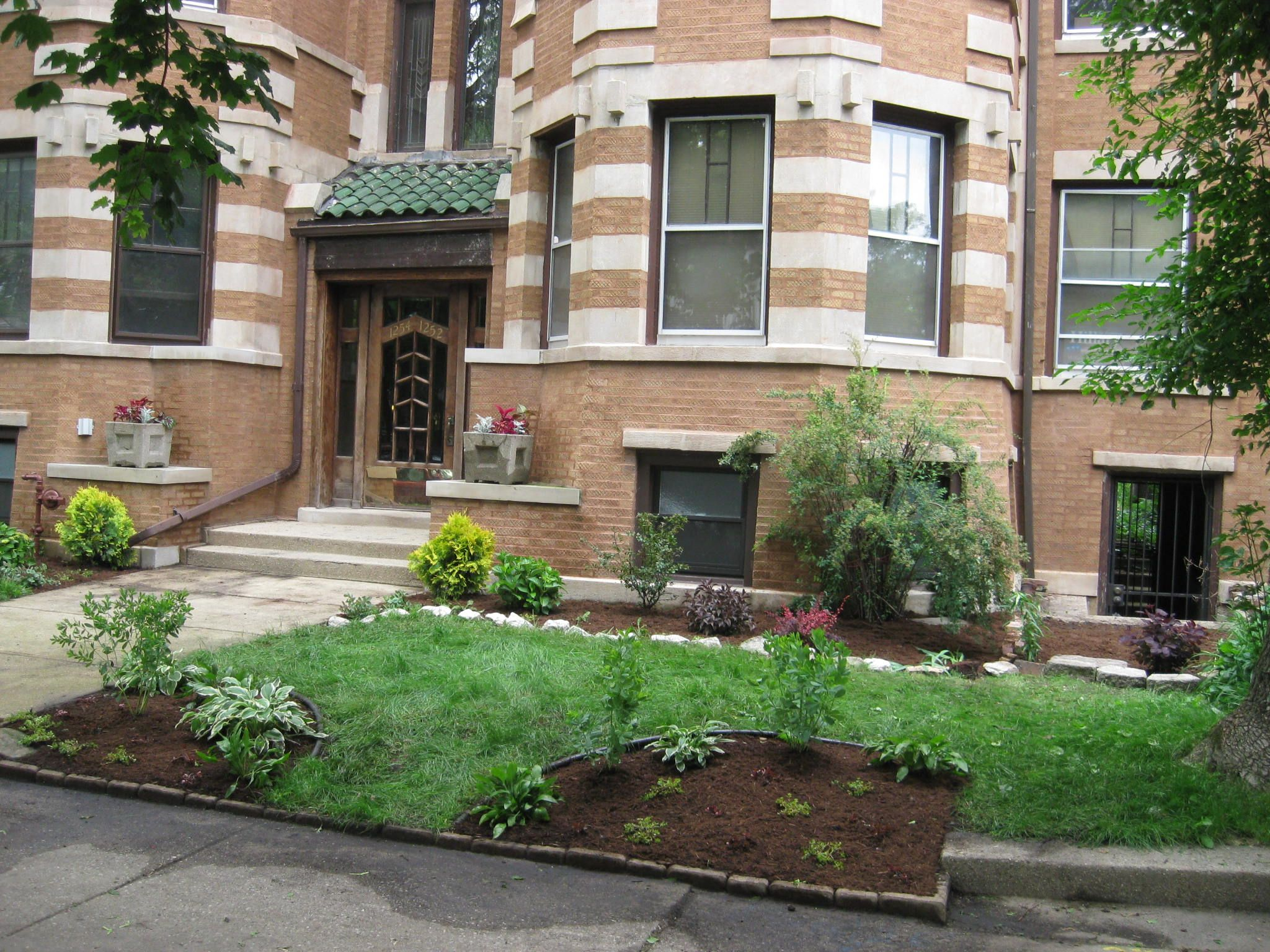 Front Yard Landscaping For A Condo In Chicago