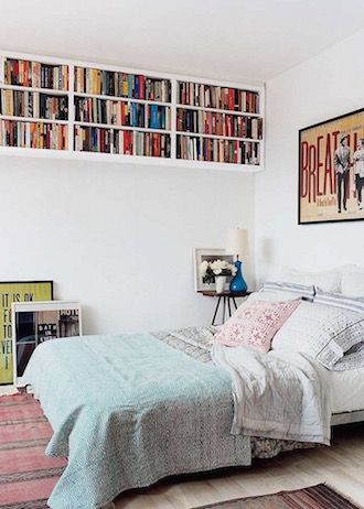 9 Ways to Maximize Space in a Tiny Bedroom Small bedroom storage - wohnideen small bedrooms