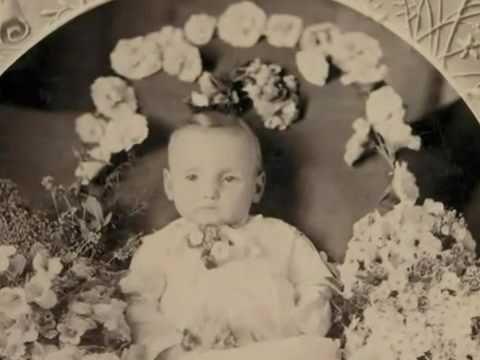 Radiohead - Street Spirit set to post mortem victorian photos! Gorgeous video.