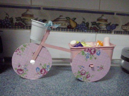 Bicicleta con cds palitos de helado tarrina de mantequilla - Manualidades con palitos ...