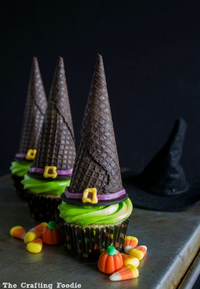 These cupcakes are so simple to make.  You can grab your favorite box mix and ready made frosting to whip up these festive Halloween treats!