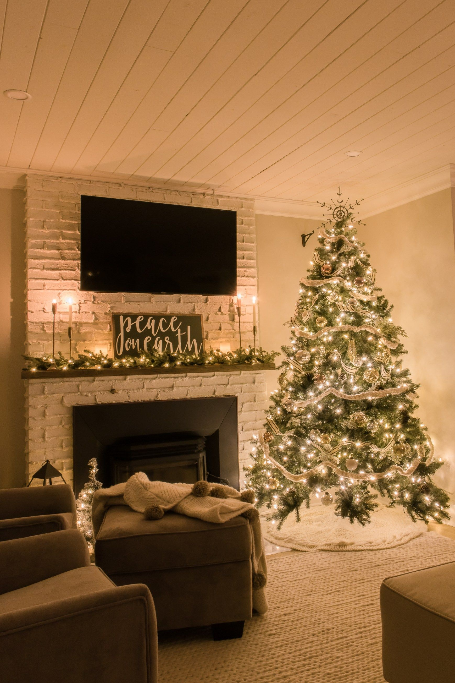 Photo of Cozy Farmhouse Christmas Home Tour at Night – Making it in the Mountains