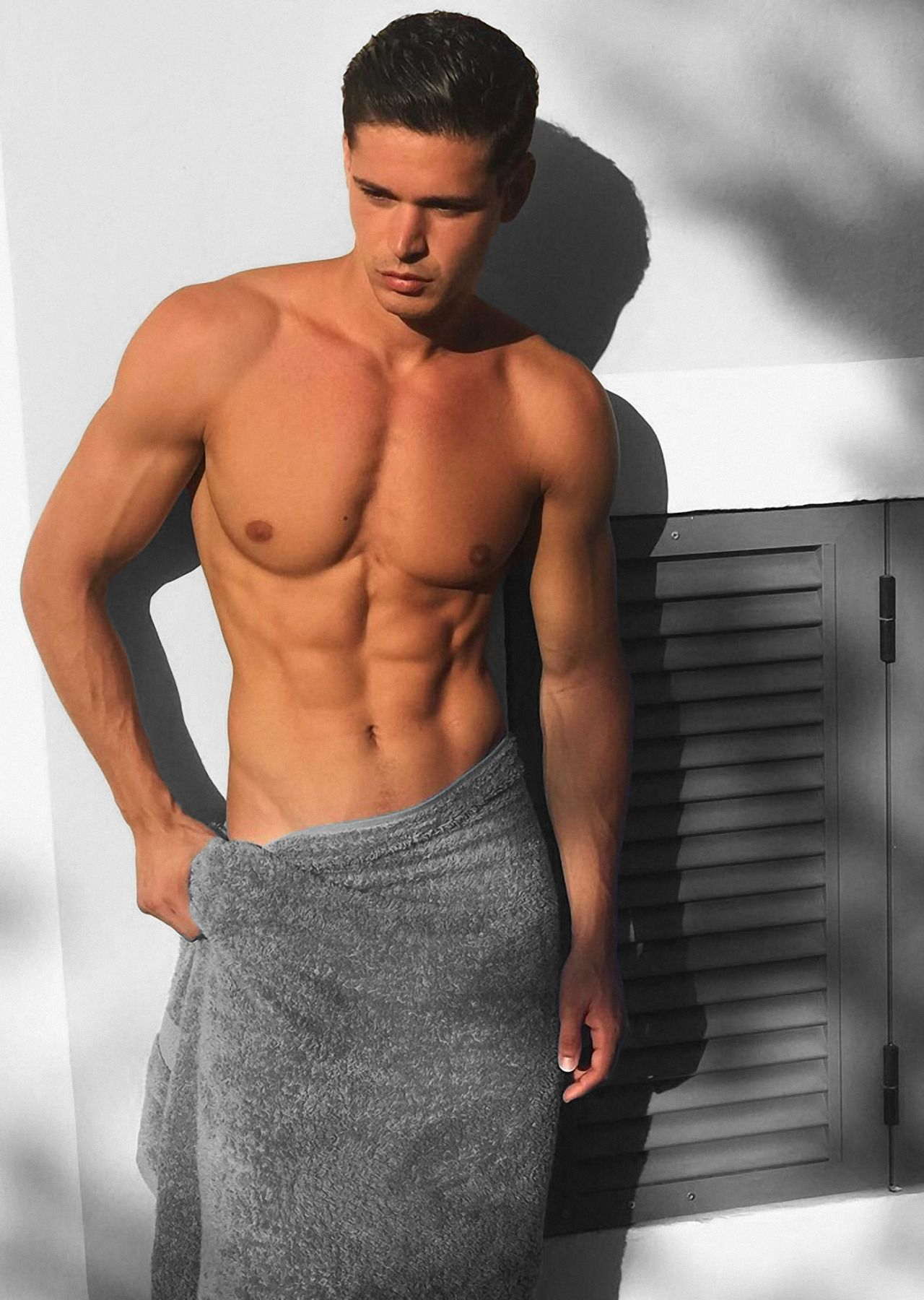 Model Photos Twinks in Shorts- James Piper | GayMobile.fr