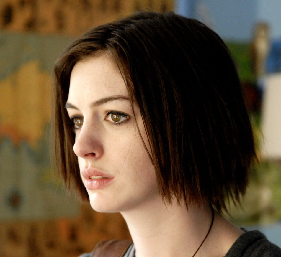 Anne Hathaway. Piecey straight bob, dark chocolate brown ...