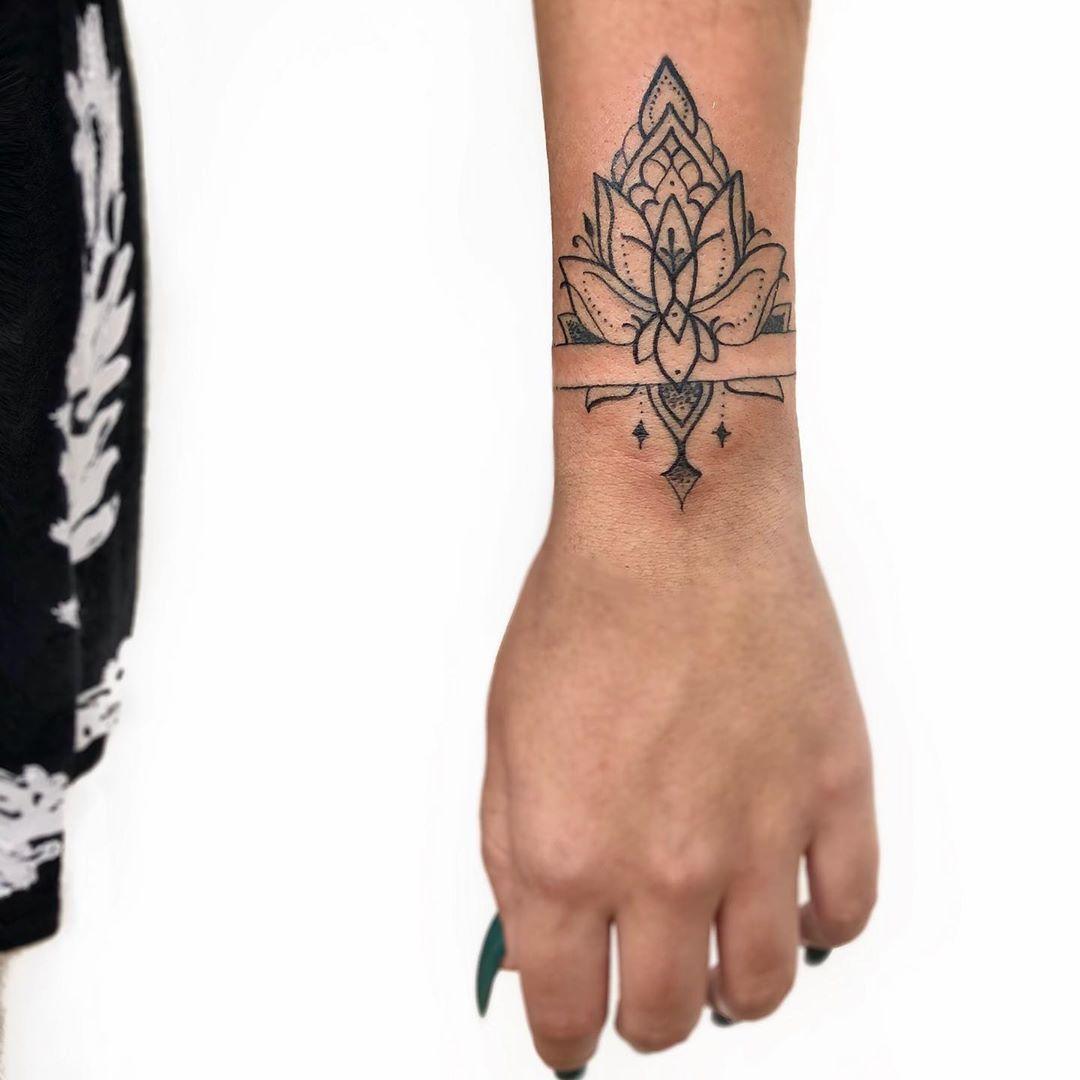 Encontre o tatuador e a inspiração perfeita para f