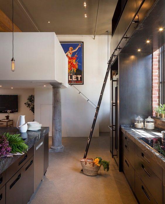 Une cuisine aux rangements style industriel qui modernise l'intérieur très élaboré