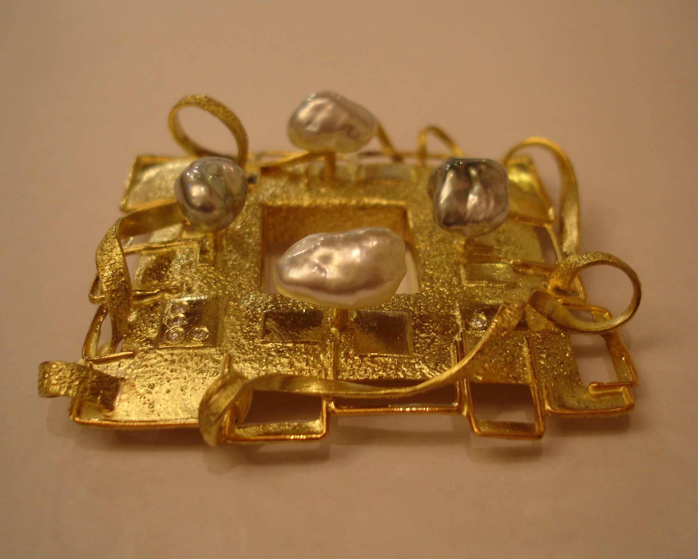 brooch parls gold an diamonds veronaforever marcoborghesi