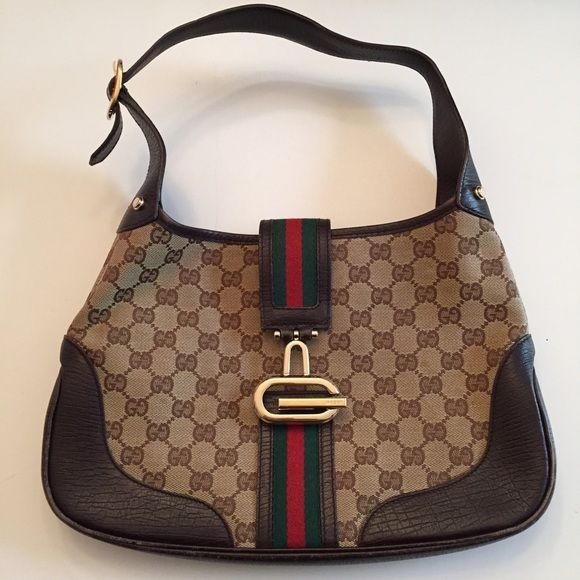 ale!! Authentic Gucci Hobo Bag size medium Gucci Hobo Bag slightly worn on edges. Do not have the dust bag for this bag.   24 hour sale effective through 4/29/2016 3pm pst Gucci Bags Hobos
