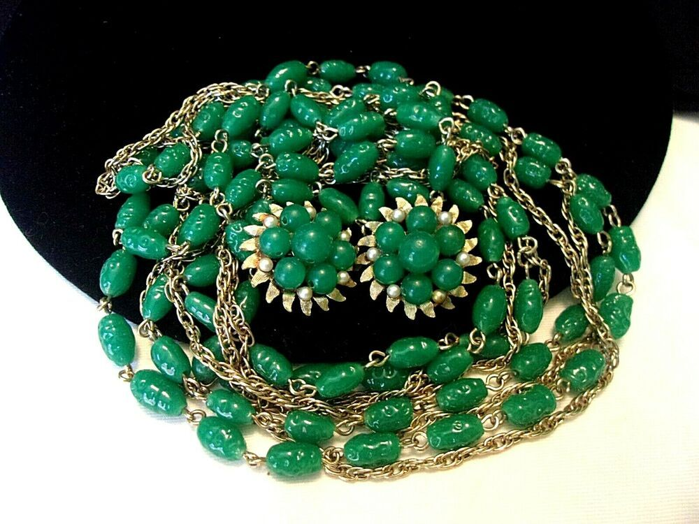 Peking Glass Beaded Necklace Malachite Look  70s  Emerald Green Vintage Cabochon Clasp