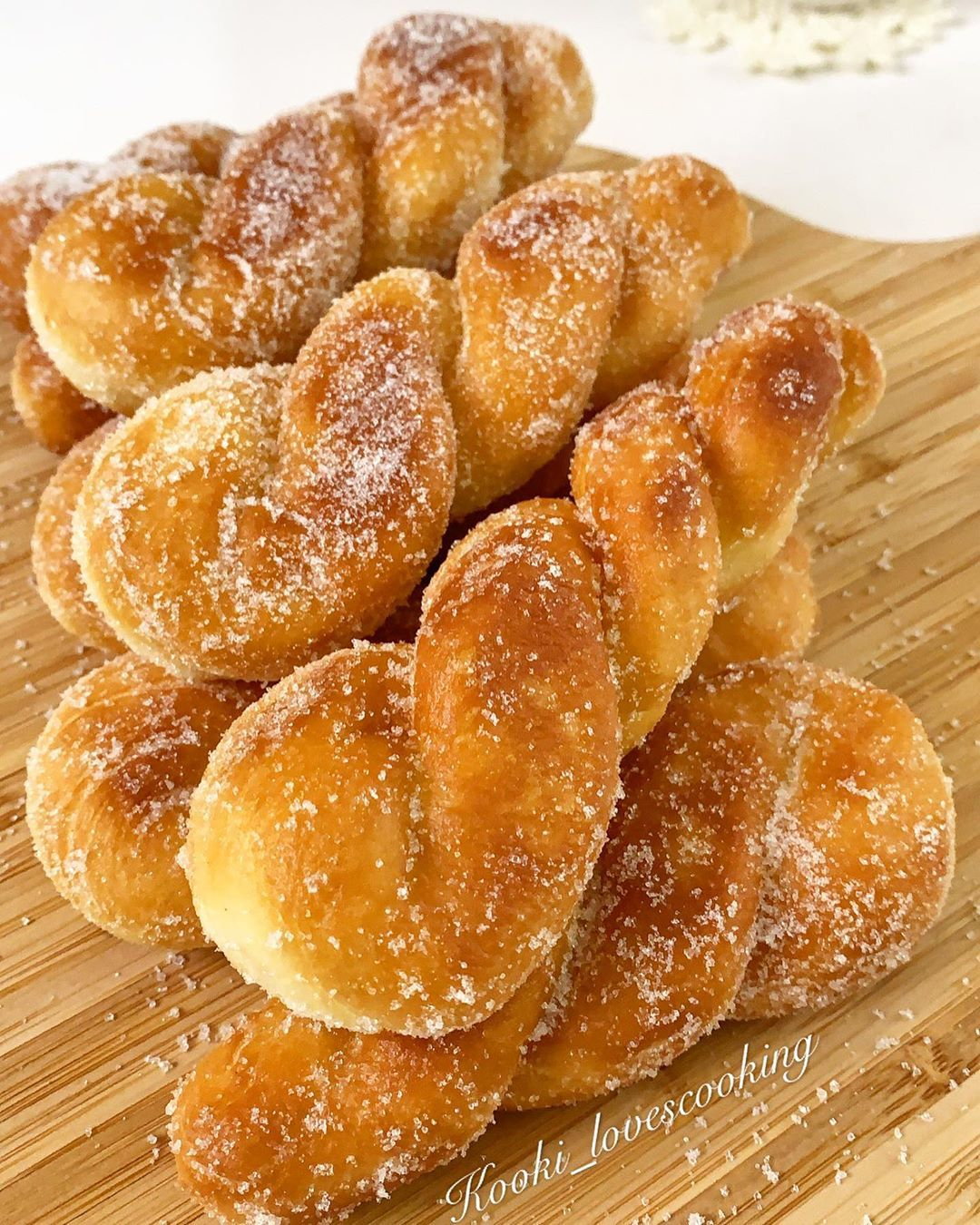 """Kaoutar 👩🏻🍳 on Instagram: """"Beignets torsadés 🇰🇷 Il suffit de défiler les photos pour la recette 👉🏻 . . . #beignets #donuts #instafood #instafoodie #instafoodies…"""""""