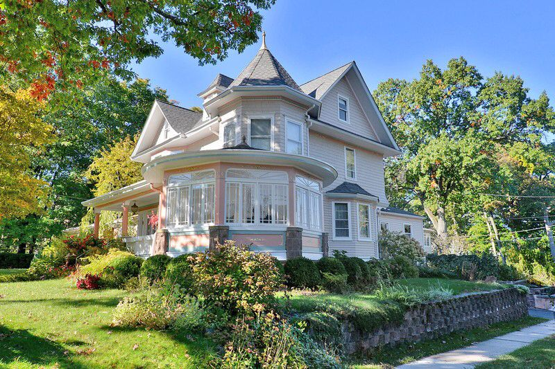 This Pretty Pink Victorian Home Is Surprisingly Located Just 20 Minutes Outside Of New York City Circa 190 Victorian Homes Unique House Design Beautiful Homes