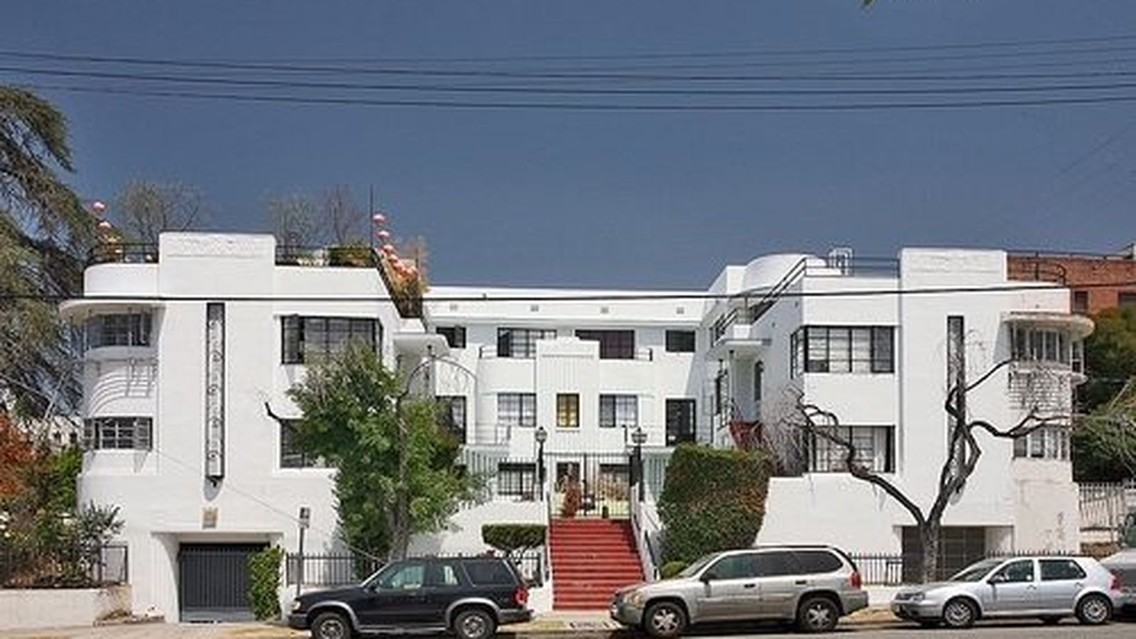 Los Angeles Historic Cultural Monument 847 Koreatown S Richardson Apartments Have Been Featured In Dav Streamline Moderne Architecture Koreatown Architecture