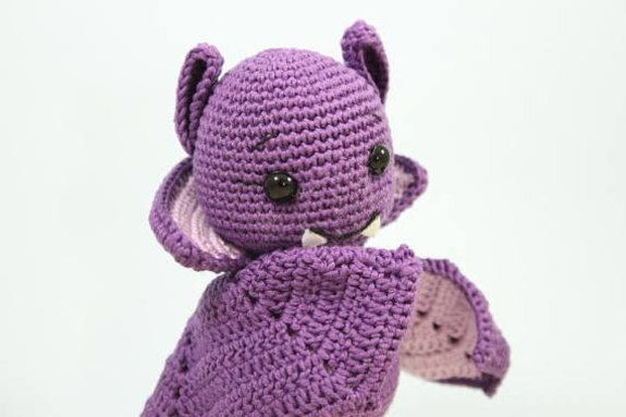 Halloween Amigurumi Crochet Pattern : Halloween vampire bat iremdesign. *this is a cute halloween bat
