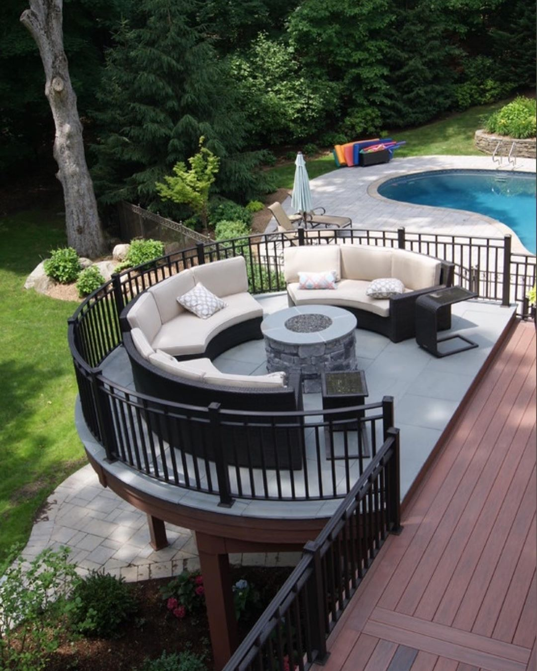 Pin By Helena Sura On Backyardyard In 2020 Dream House Exterior Patio Deck Designs House Design