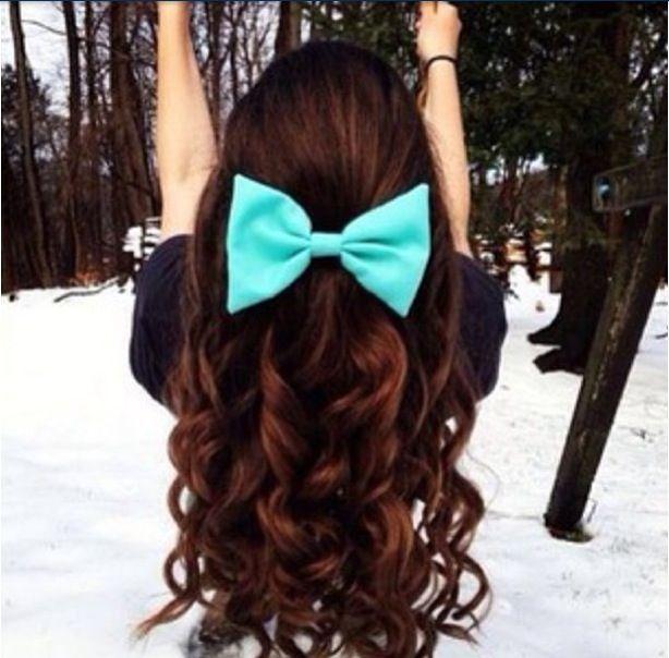 Omg I loooooovvvvvveeeee the hair and the big teal bow!