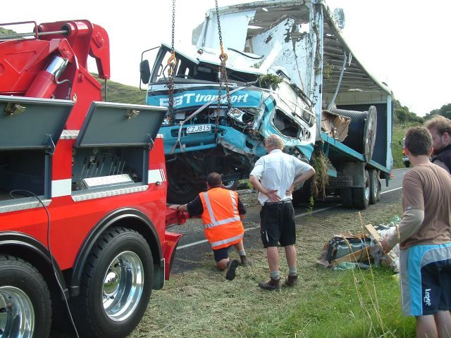 wreck trucks in action | Truck Accidents | Trucks, Tow truck, Vehicles