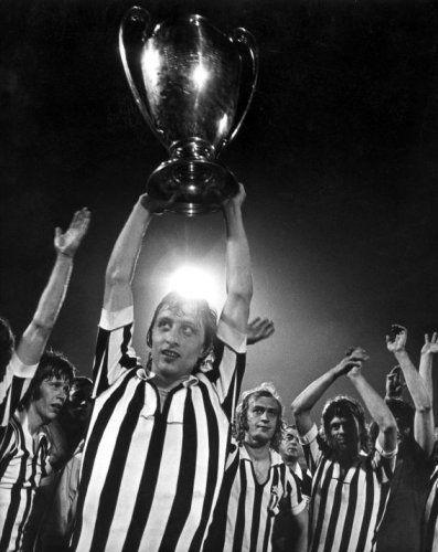 European Cup Final 1972/1973 Ajax-Juventus (1-0). Ajax wins their third European Cup, left to right Gerrie Mühren, Johan Cruijff with the cup, Horst Blankenburg and Johnny Rep. Crvena Zvezda Stadium, Belgrade (Yugoslavia), May 30, 1973.