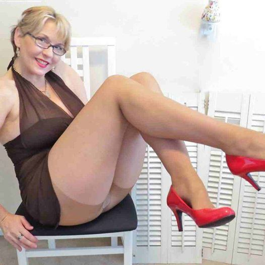 adult online dating app for fat women older 40 Stitch is the world's leading social  i get approached by dozens of women who say they think i'm wonderful  i always felt that online dating wasn't.