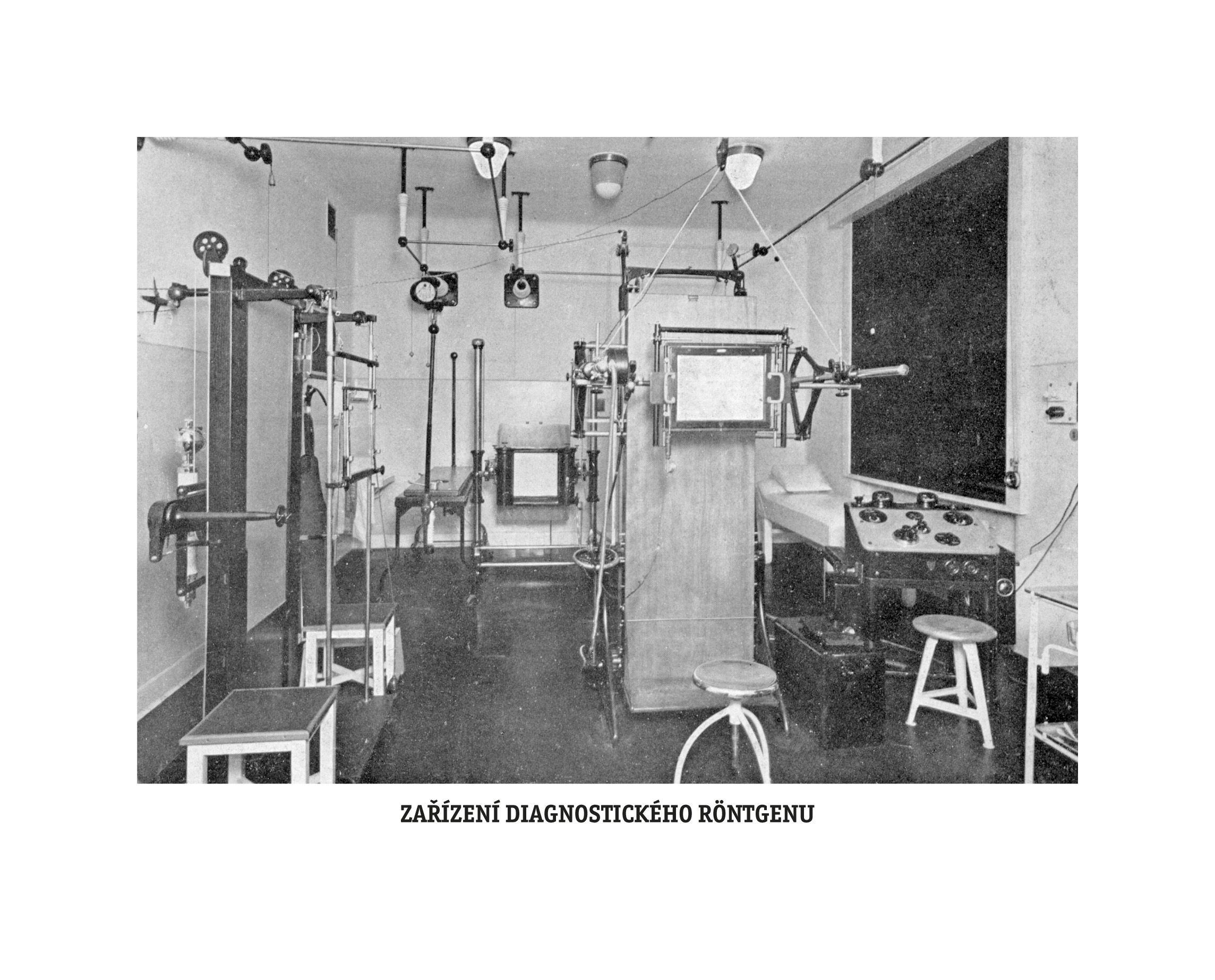 Výstava dobových snímků k 80. výročí Nemocnice Na Bulovce