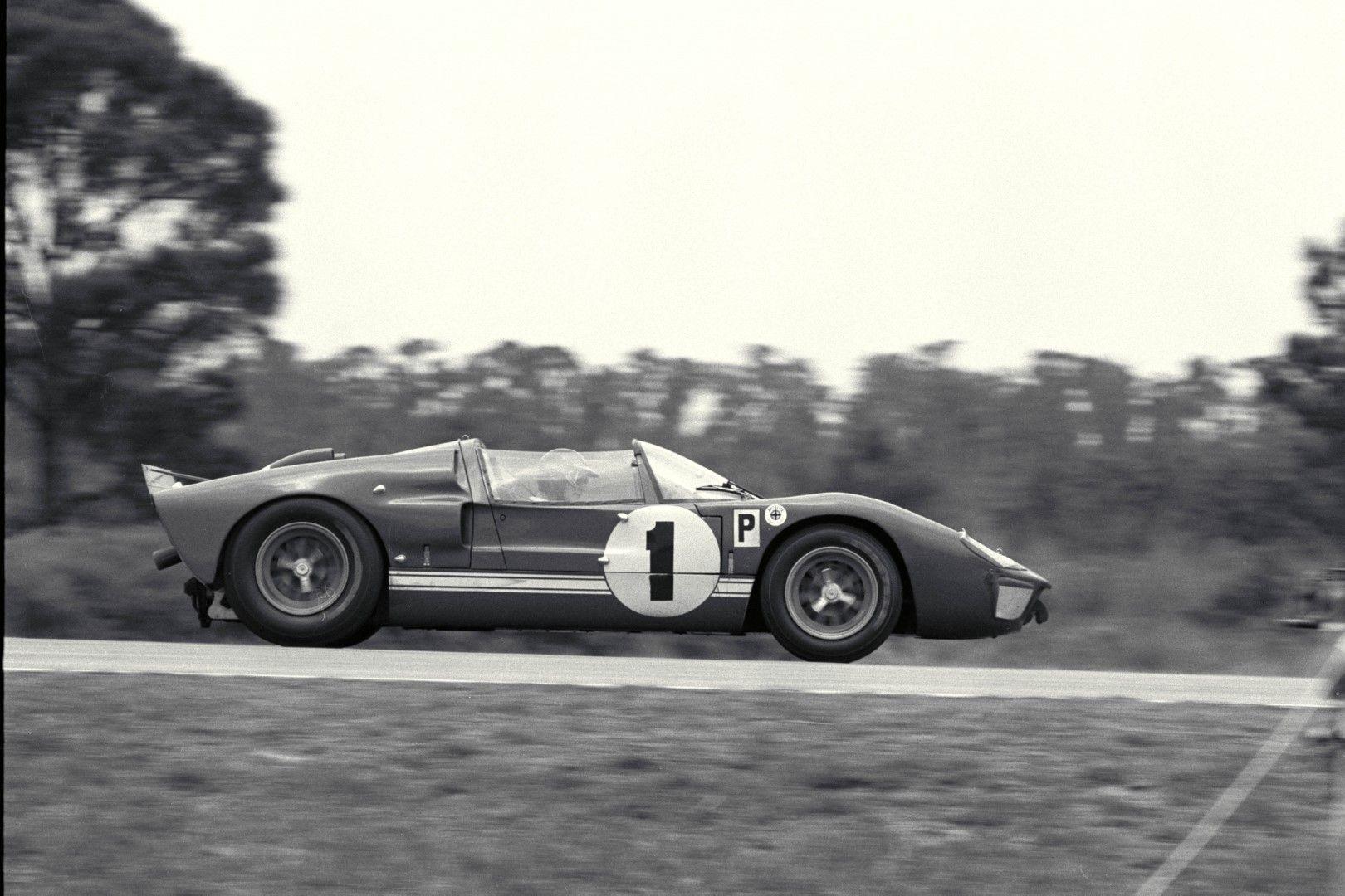 Sebring 12 Hour Race Sebring Fl 1966 Winning Ford Gt40 X 1 Roadster Driven By Ken Miles Lloyd Ruby Ford Gt40