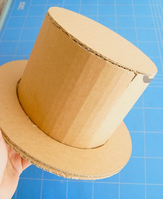 Sombreros de cartón   Cardboard hats  2686a6516f9