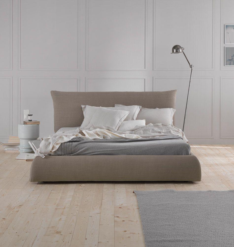 luxus vom feinsten das ist das motto vom polsterbett pillow als kopfteil thront ein grosses. Black Bedroom Furniture Sets. Home Design Ideas