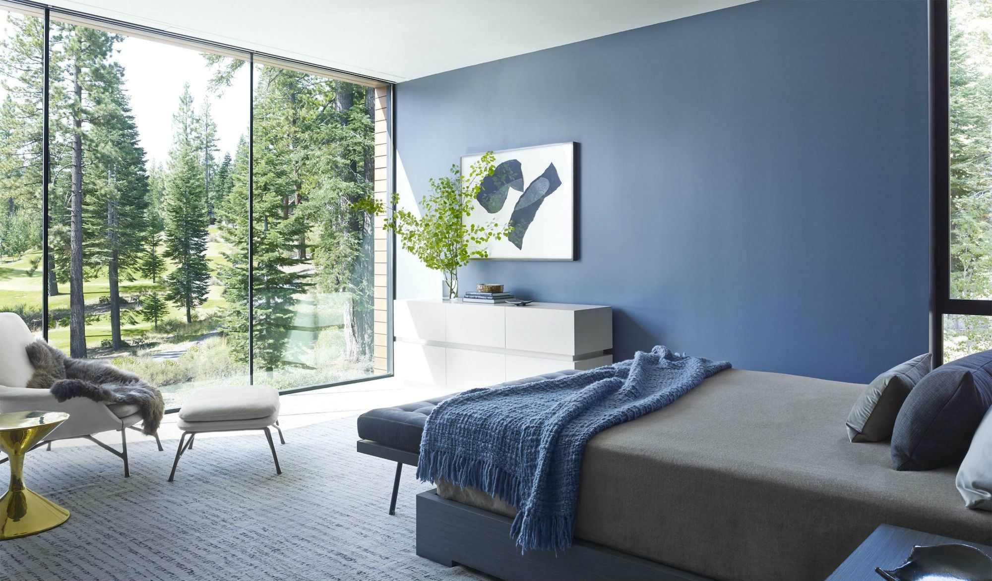 Blue transmits quietness and calm, and because of that, the design world has been awash with all shades of blue, that can go from the calmest of baby blue rooms design to dramatic teal rooms, showing just how versatile blue can be See more at - http://roomdecorideas.eu/the-best-blue-rooms-design-ideas/ #blueroom #summercolor #colortrend #Interiordesign #interiordecor #homedesign #homedcor #livingroom #bedroom #bathroom #blue
