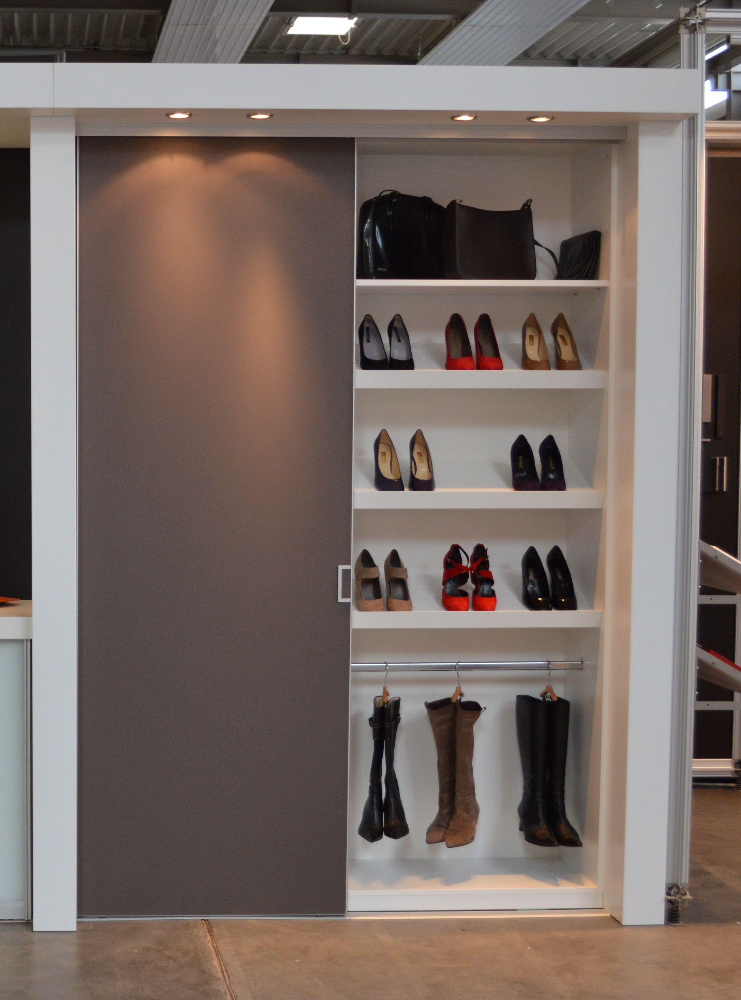 Für Schuhverliebte ein absoluter Traum! Großer Schuhschrank mit ...