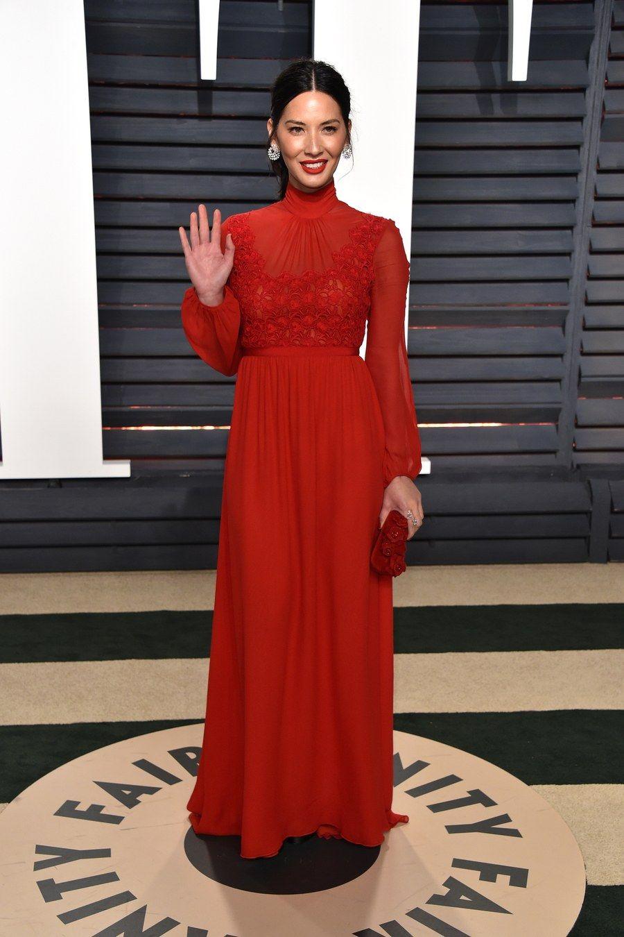 Olivia Munn in Giambattista Valli attends the 2017 Vanity Fair Oscar Party hosted by Graydon Carter.