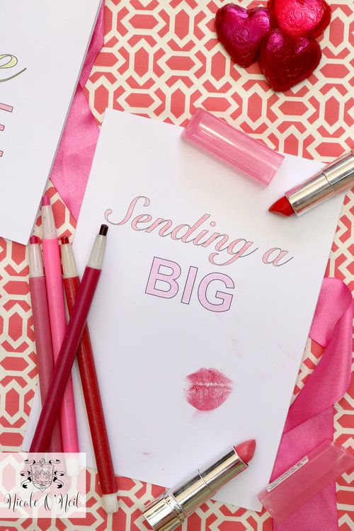 Sending A Big Kiss Lipstick Print  Free Printable Valentines Day Cards and Instructions - Cute Valentines Crafts for Kids