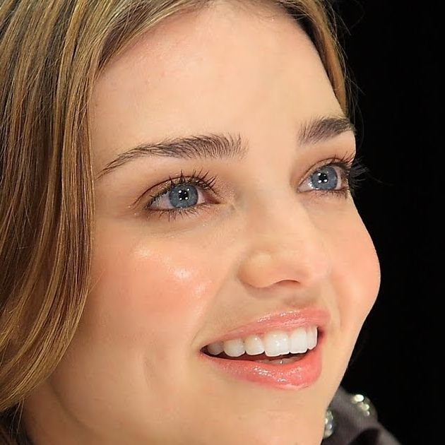 Celebrity Smile Feature with Miranda Kerr Miranda Kerr has been known to visit a dentist somewhere in New York City.  Miranda has also been said to practice oil pulling. The American Dental Association said on its website: Oil pulling therapy has insufficient peer-reviewed scientific studies to support its use for oral conditions. @MirandaKerr #mirandakerr #mirandakerrsmile #beautiful #smiles #celebritysmiles #usa #australia #LA #dentist #dentallab #teeth #smilecreator #love #miranda