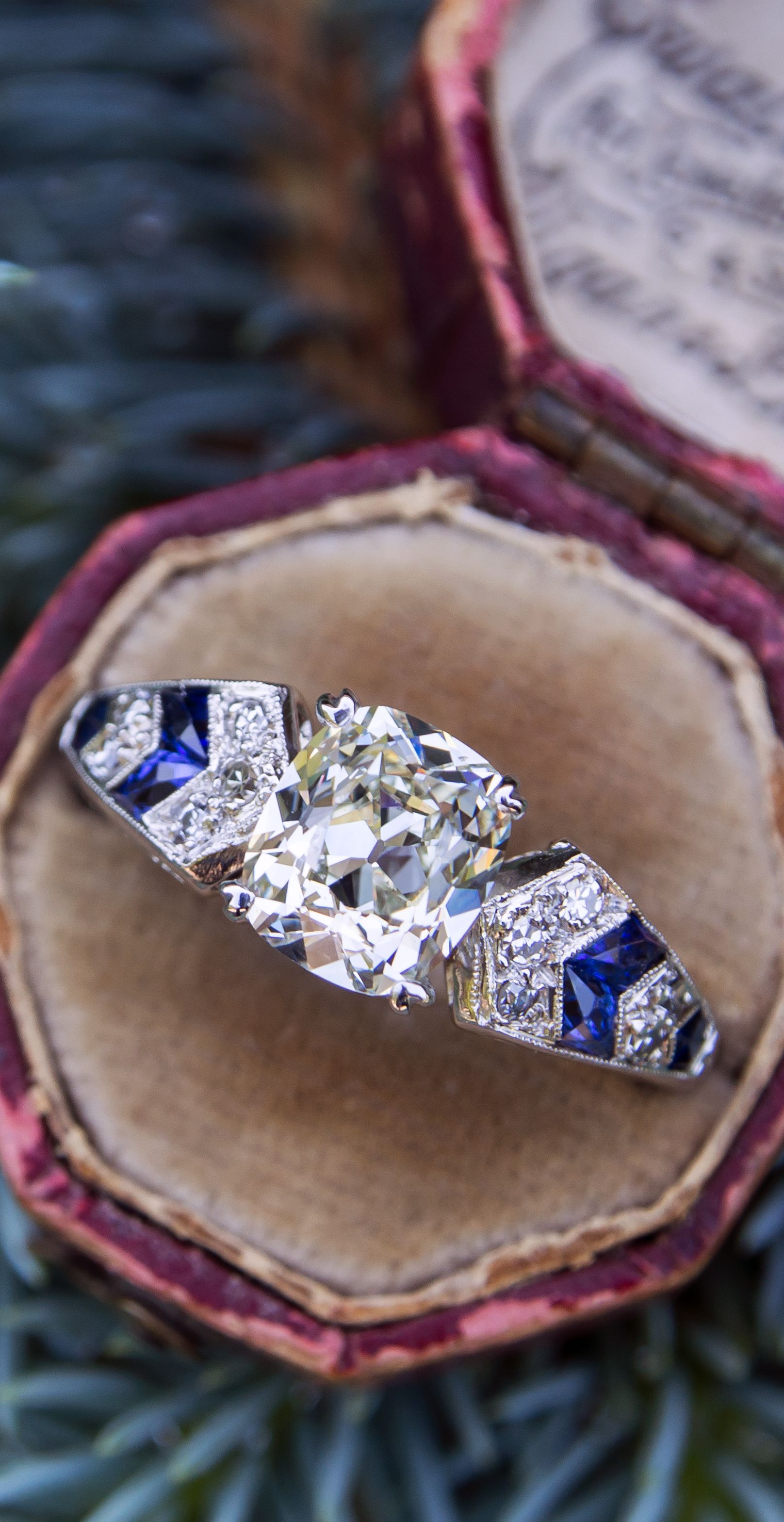 and white gold oval tw ring in diamond tanzanite tanznite