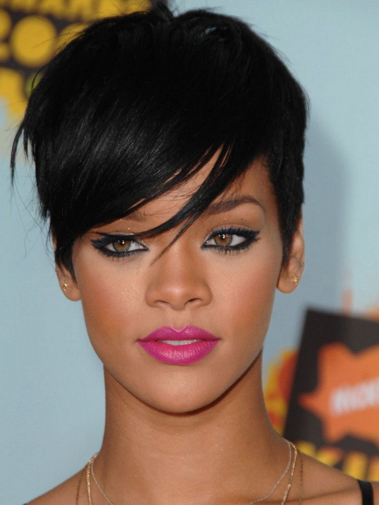 Coiffure Avec Frange En 25 Idees Pour Tout Type De Cheveux Rihanna Cheveux Court Cheveux Courts Frange Cheveux