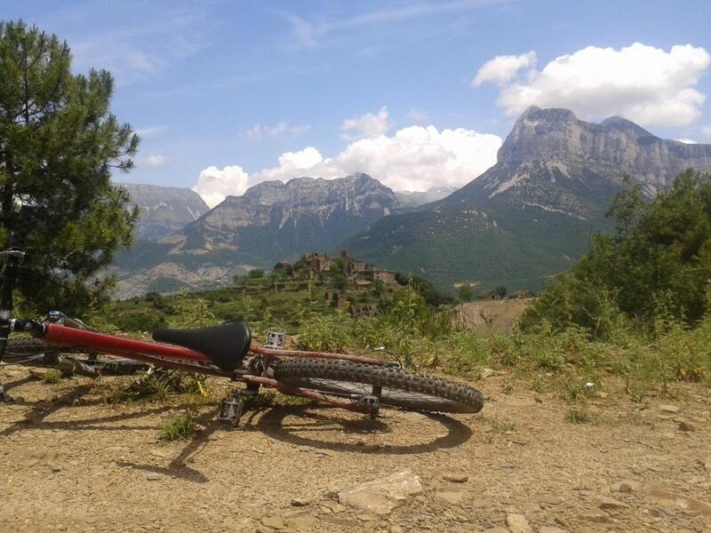 Casas Pirineo On Twitter Natural Landmarks Landmarks Nature