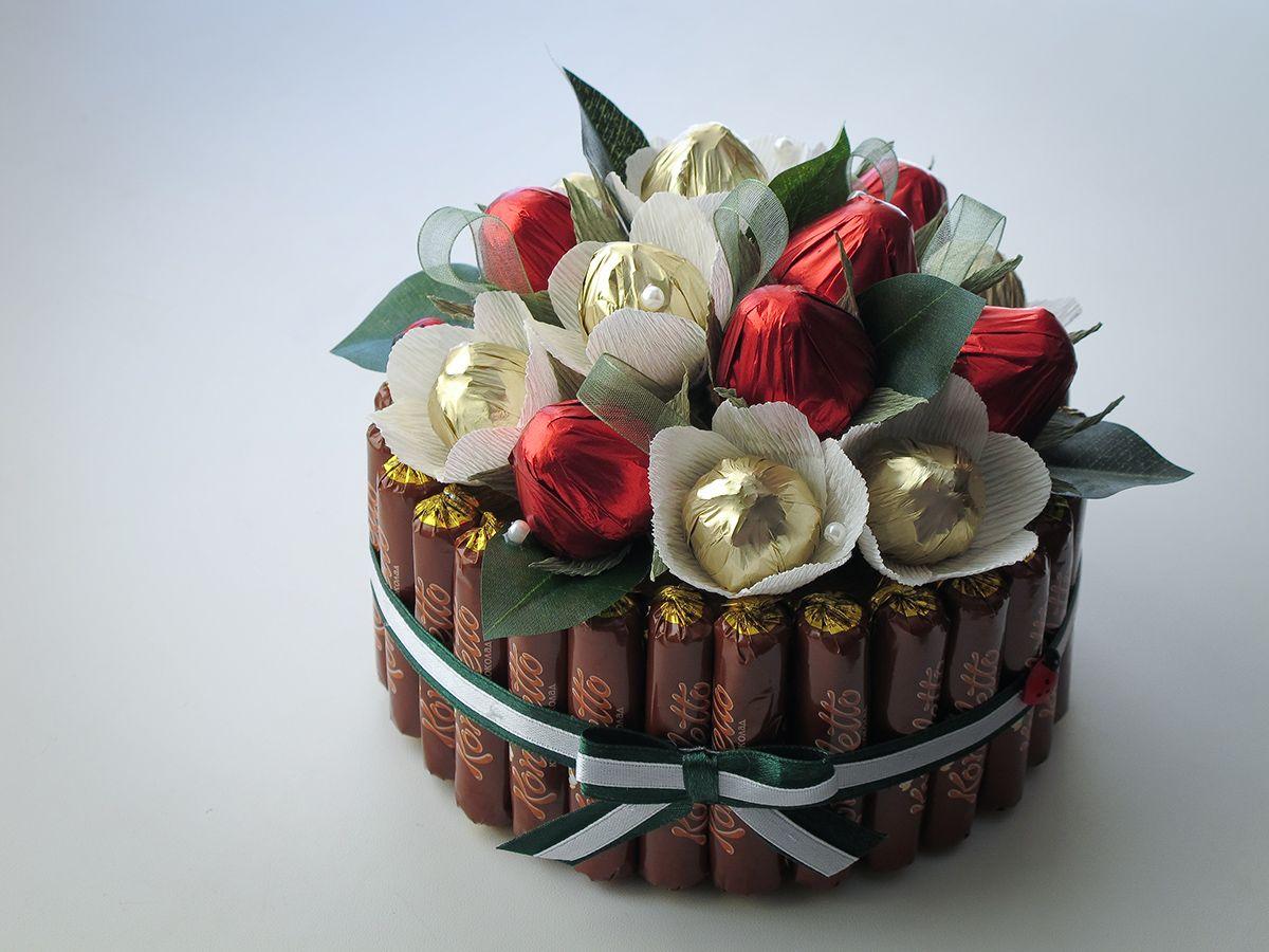 Купить недорого букет из конфет, цветов