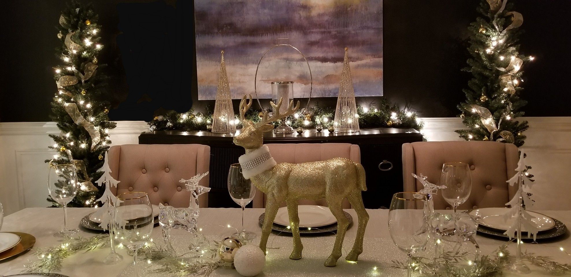 Gold And Silver Dining Table With Reindeer Theme Christmas Dining Table Table Decorations Christmas Dining