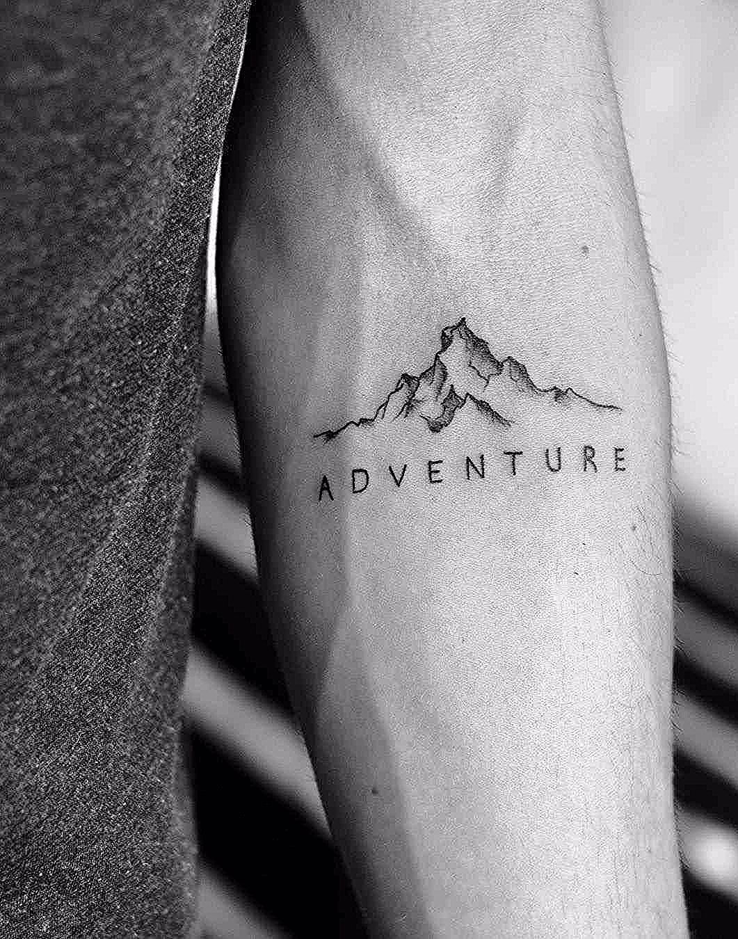 Petit Tatouage Homme Contours Montagne Mot Aventure Avant Bras Inspirational Tattoos Tattoos For Guys Small Chest Tattoos