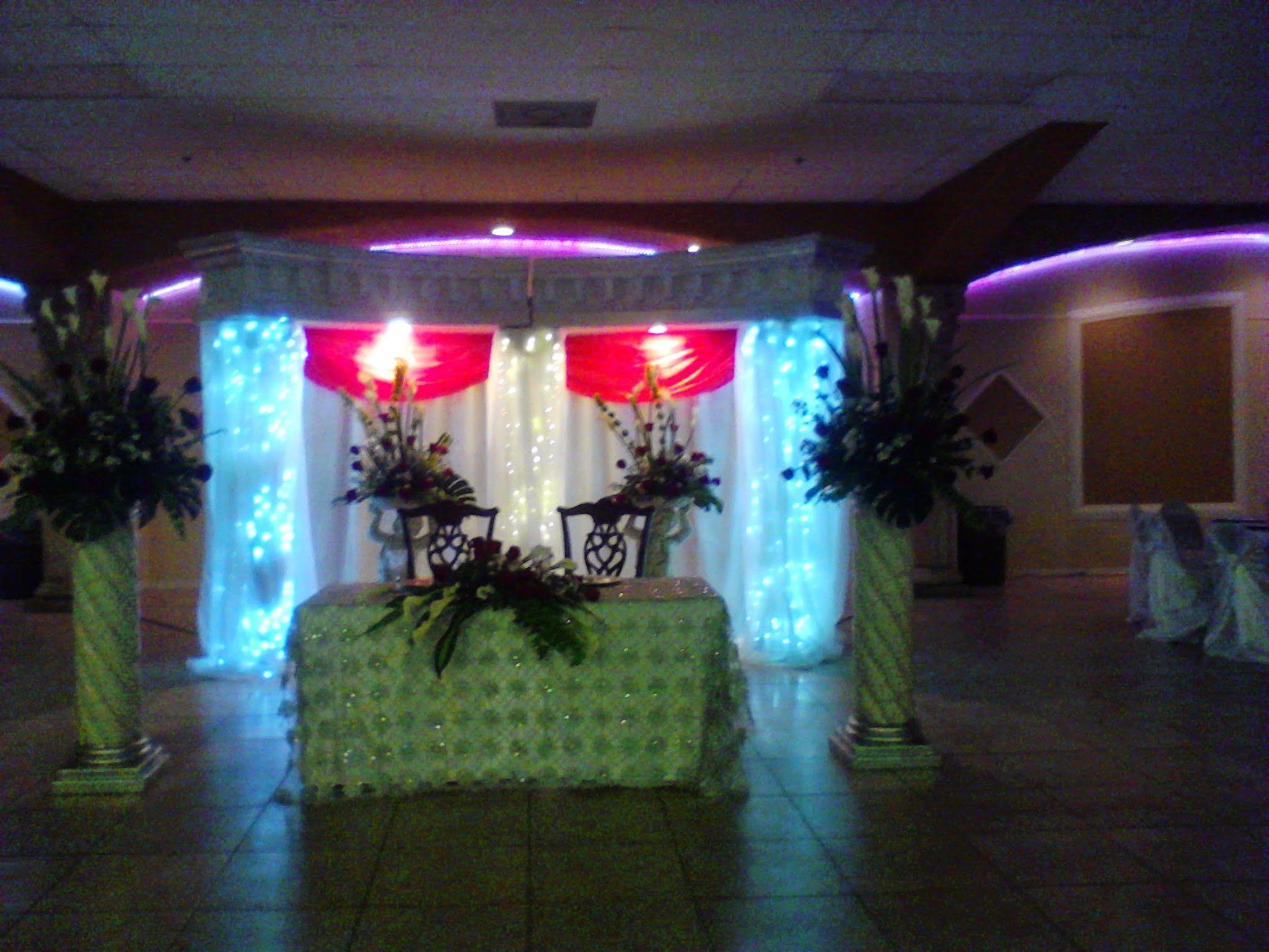 Area principal de los novios columnas iluminadas - Decoracion columnas salon ...