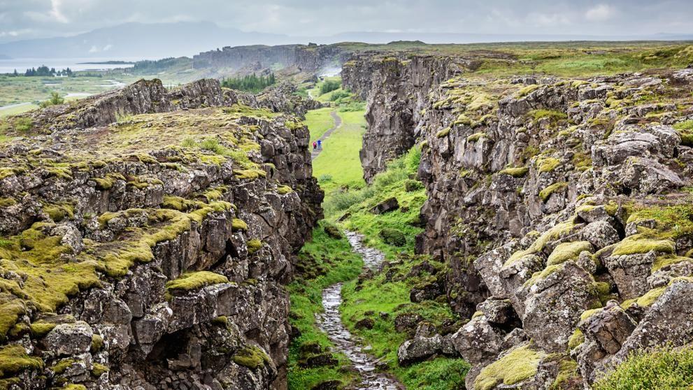Caminar Por Dos Continentes A La Vez En La Indómita Islandia Continentes Lugares Para Viajar Islandia