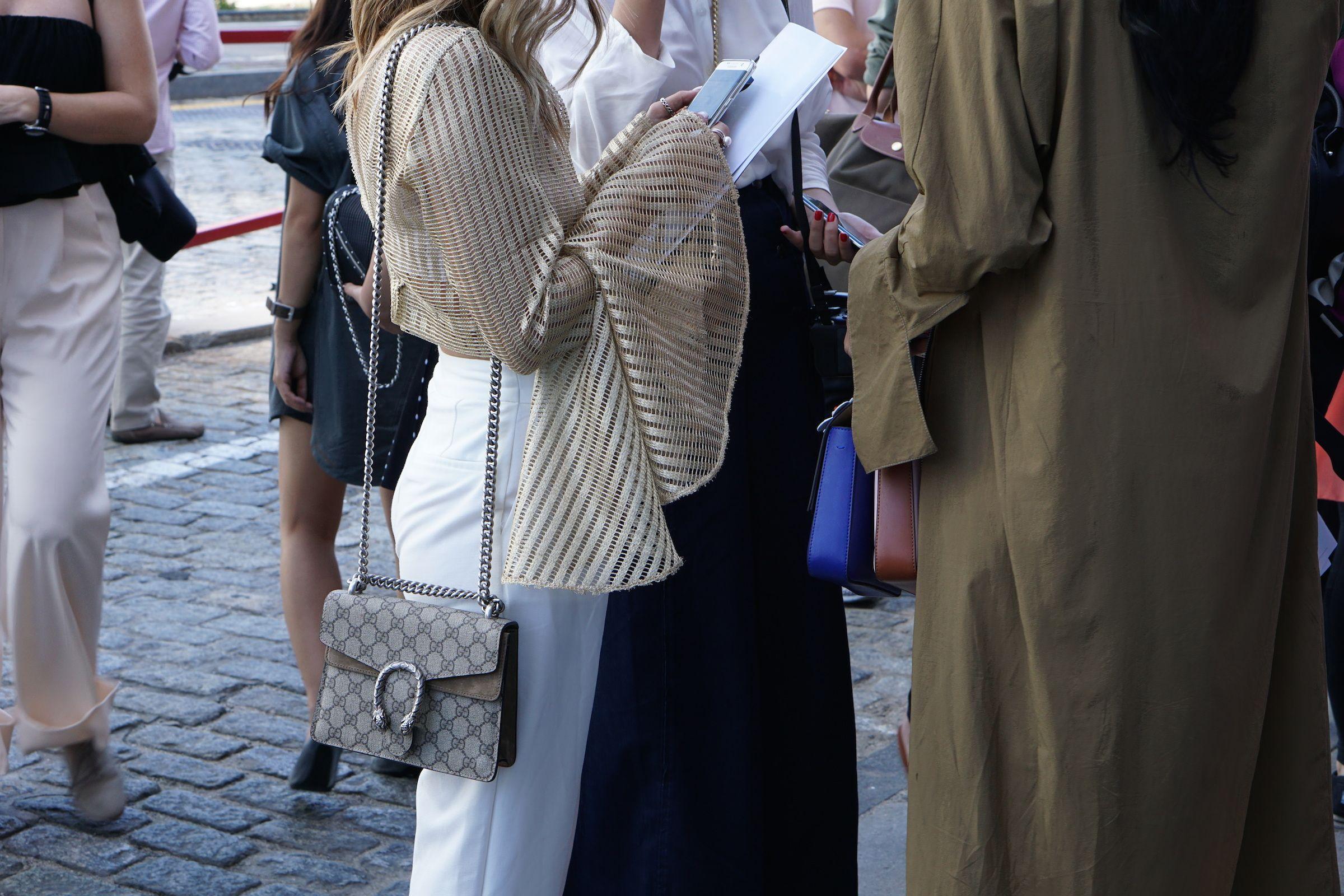 Busy girls at NYFW SS17 #fashion #fashionblogger #NYFW #streetstyle #gucci #bag #parka #girls #crowd #NYC