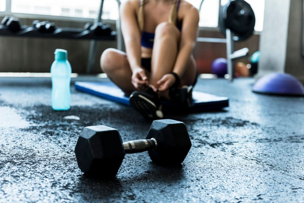 Fitness Girl Tying Her Shoelaces Paid Paid Ad Girl Tying Shoelaces Fitness Best Gym Women Fitness Photography Fitness