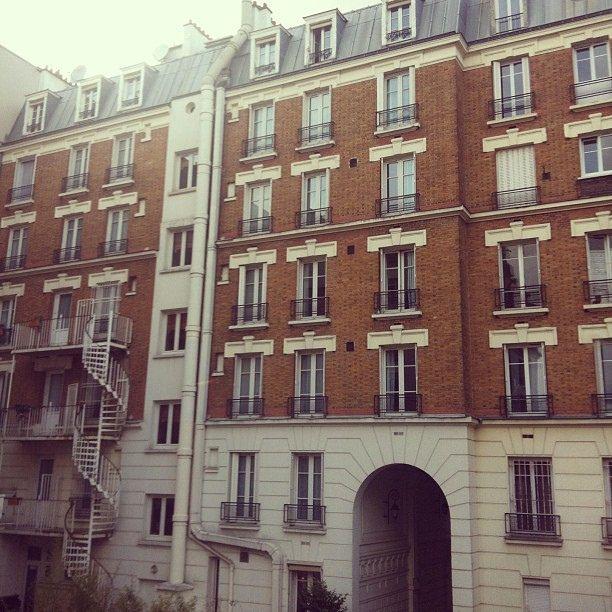 Paris. Vista linda t.t af, sou louca por essas arquiteturas parisienses! Mas principalmente das britânicas.