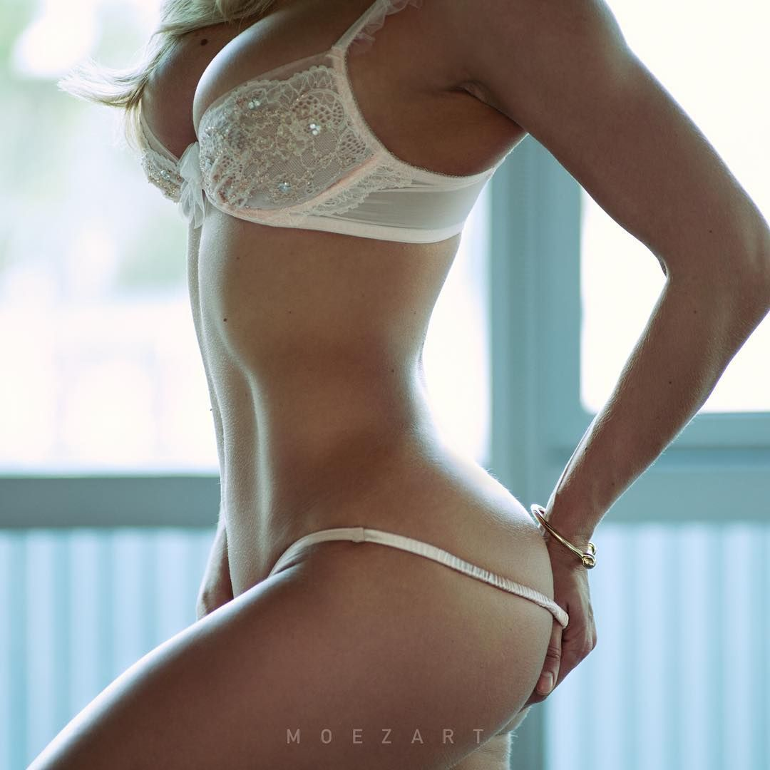 b o d y p a r t y new photo@moezart #ass #squats #shesquats