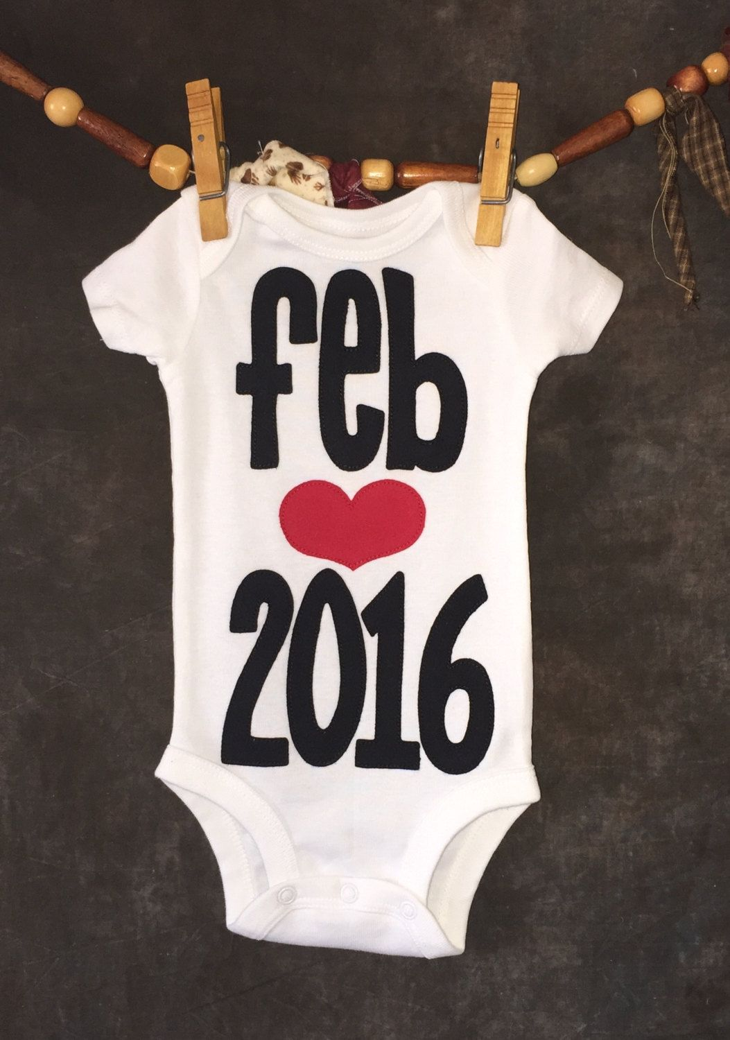 Pregnancy Announcement Onesie With Heart by Loonybecks on Etsy – Baby Announcement Online