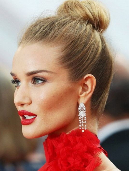 Quick And Easy Celebrity Bun Hairstyles For Long Hair 2017 2018 Red Carpet Hair Updo Celebrity Hairstyles Red Carpet Bun Hairstyles For Long Hair