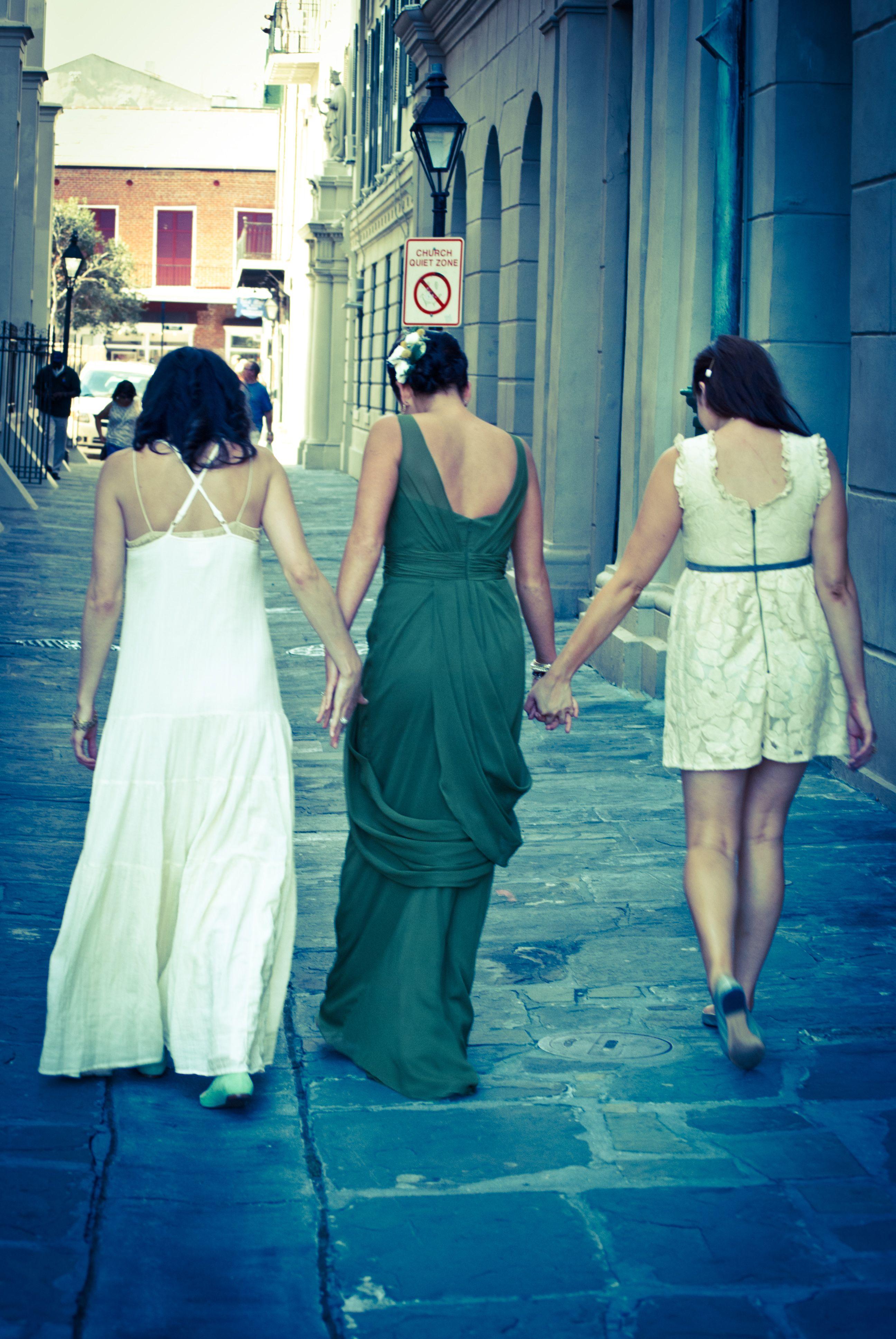 jackson square alley bride and bridesmaids