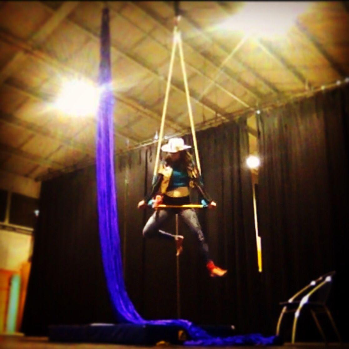 Cowboy trapeze aerial trapeze concert