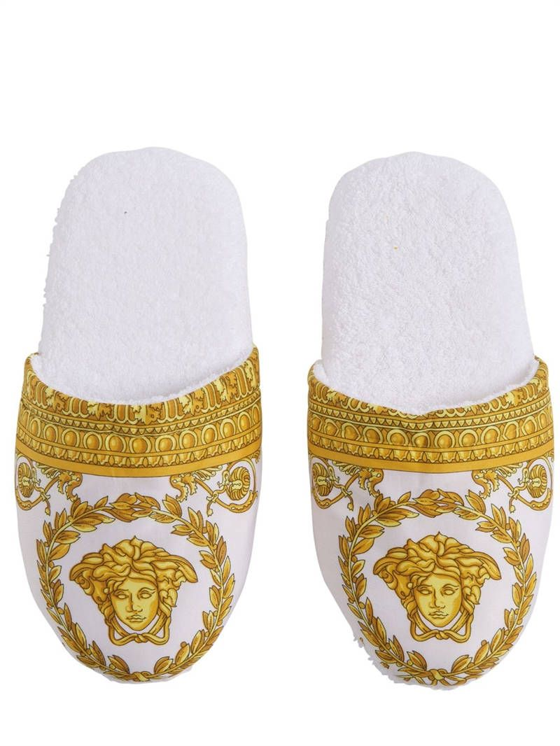 d37b0d3ccba VERSACE - BAROQUE & ROBE PRINTED SLIPPERS - WHITE/GOLD | Gift Ideas ...